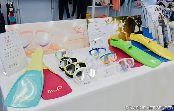 "In snorkeling corner, equipments for women designed by Ayaka Fukuma were exbitioned. It was introduced in magazine ""La SCUBA""."