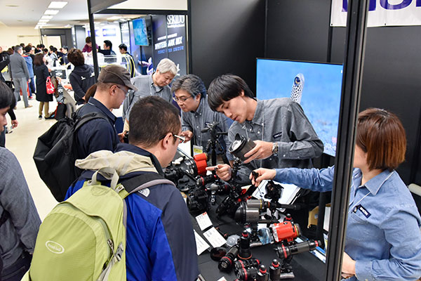 Camera companies will show off their high-tech goodies and present seminars on underwater photography.